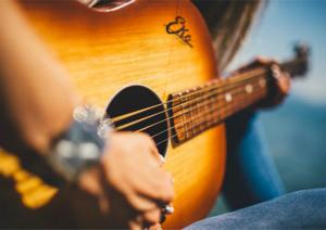 ギターの含水率を握る「シーズニング」